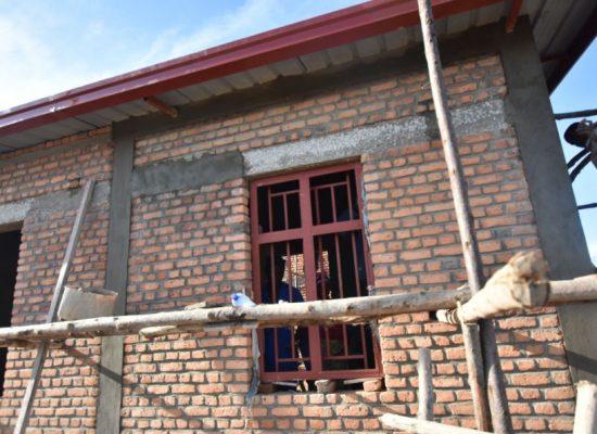 Semaine 12 et 13 du chantier : Des portes et des fenêtres !